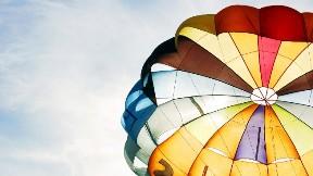 renkli,paraşüt,gökyüzü