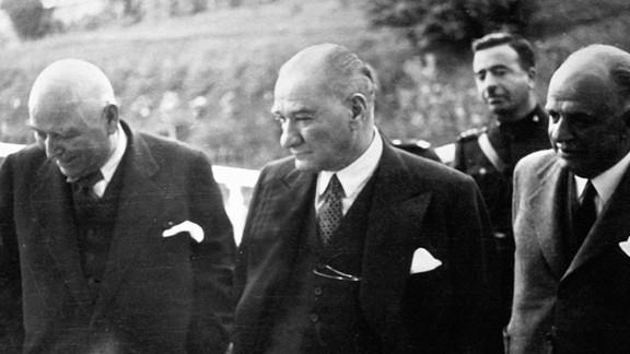 Atatürk Bir Yurt Gezisinde