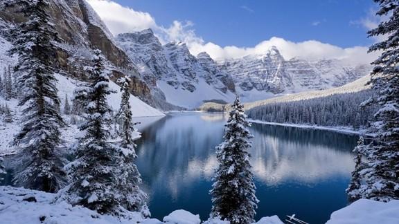Kışın Karlar İçinde Göl