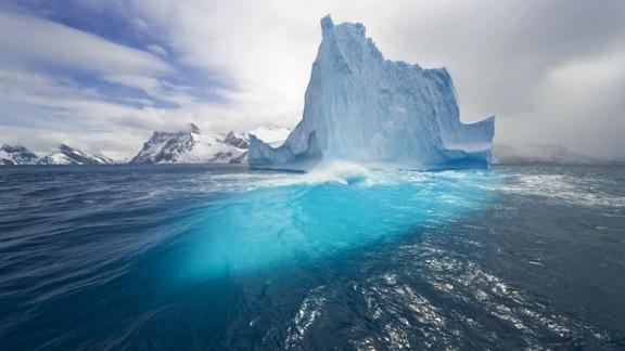 Işık Saçan Buz Kütlesi