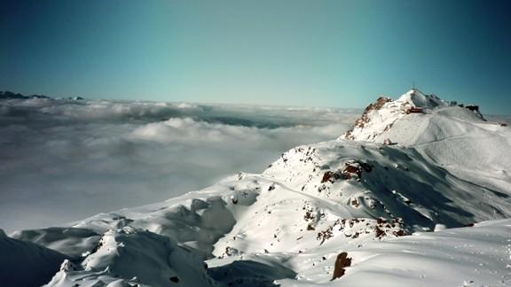 Karlı Dağlar ve Bulut Denizi