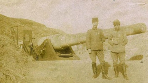 Fransız Zırhlısını Batıran Batarya Komutanı Yüzbaşı Hilmi ve Teğmen Fahri
