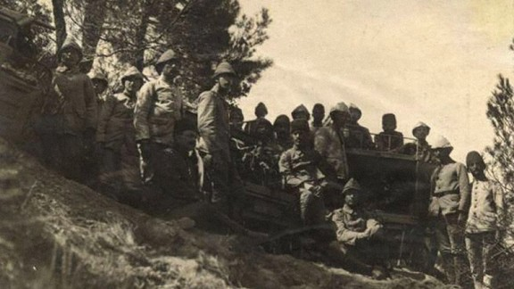 Top Arabası Yanında Subay ve Erler
