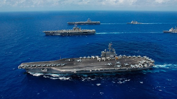 USS Ronald Reagan ve USS Kitty Hawk