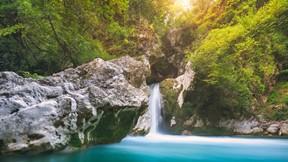 doğa,şelale,kayalık,ağaç,güneş